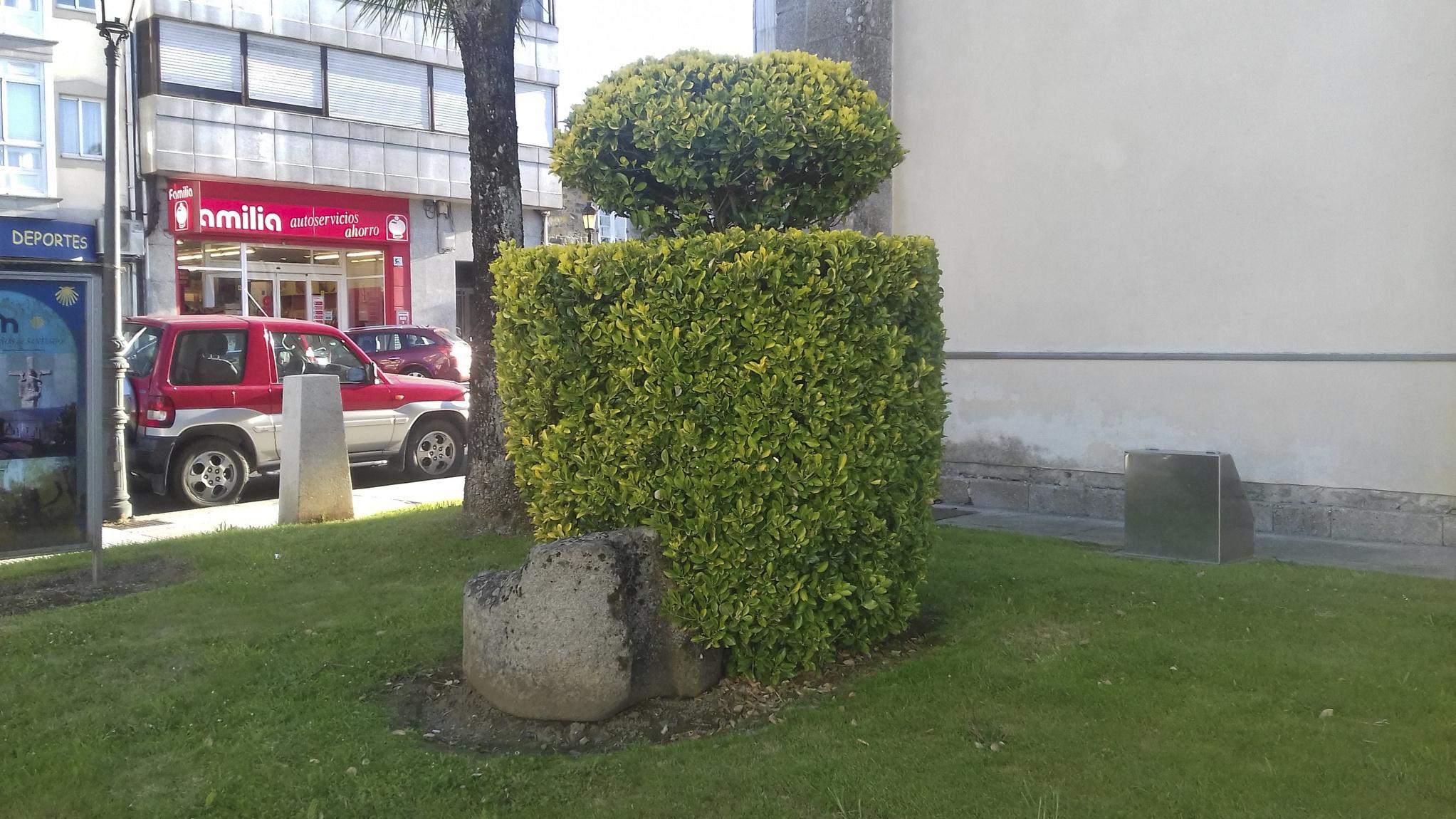 Antigo pedestal do cruceiro de Melide